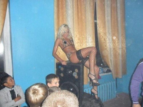 Пошлая дискотека с развратными тёлками  Фото голых