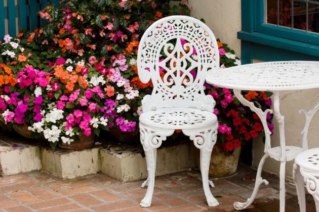 Белый столик и стулья на балкон..